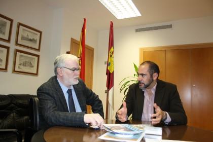 el alcalde se entrevista con el delegado de economia