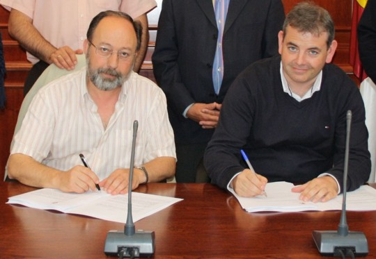 Firma contrato planta de Herencia